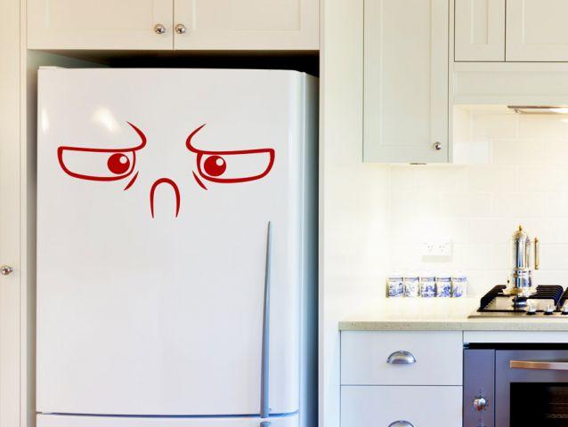 מדבקה למקרר עם פרצוף כועס