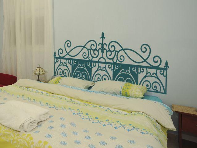 מדבקת קיר   קישוט גב מיטה