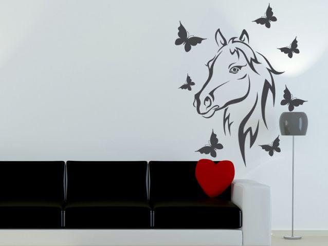 מדבקת קיר | סוס עם פרפרים סביבו