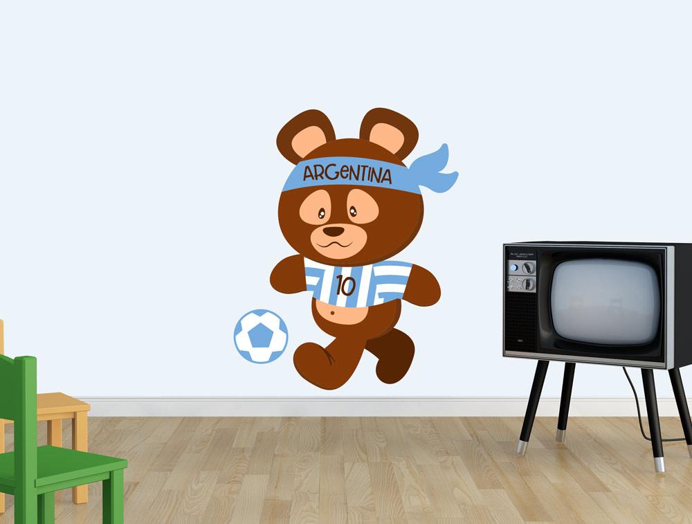 מדבקת קיר דובי משחק בכדורגל