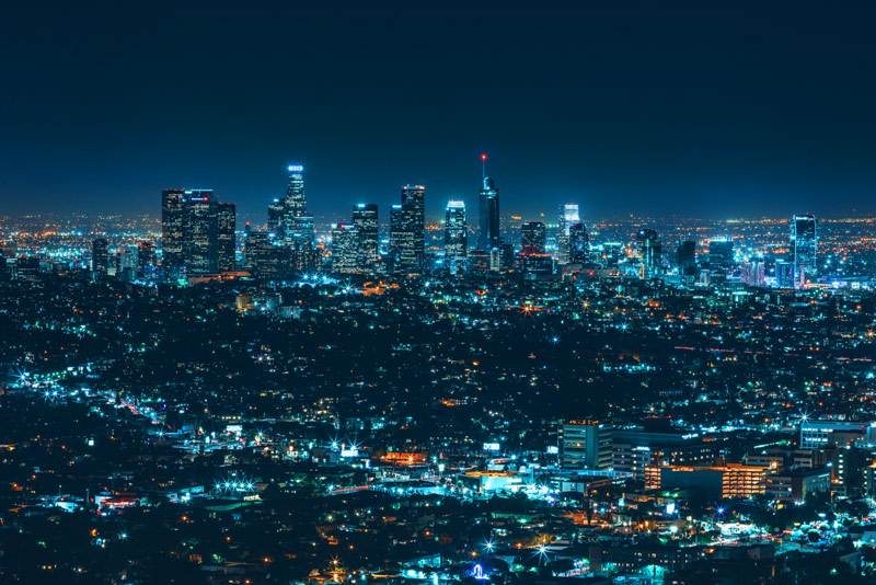 העיר הגדולה בלילה