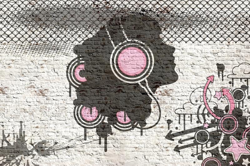 גרפיטי מוזיקלי על קיר בריקים בגוון ורוד