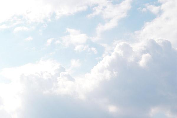 טפט - עננים בשמים בהירים